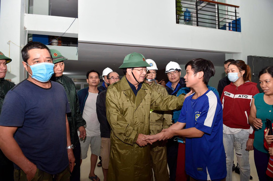 Phó thủ tướng Trịnh Đình Dũng: Bà con yên tâm tránh bão, công an sẽ bảo vệ tài sản cho dân - Ảnh 3.