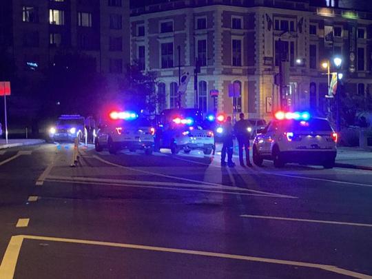 Mỹ giới nghiêm Philadelphia, phát hiện xe tải chở đầy thuốc nổ - Ảnh 1.