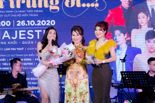 """MC Thanh Bạch và Thi Thảo gây xúc động trong đêm nhạc """"Thương lắm miền Trung ơi"""" - Ảnh 4."""