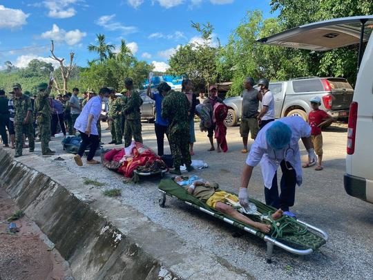 Sạt lở vùi lấp hơn 40 người ở Quảng Nam: Điều kỳ diệu, tìm được nhiều người vẫn còn sống - Ảnh 3.