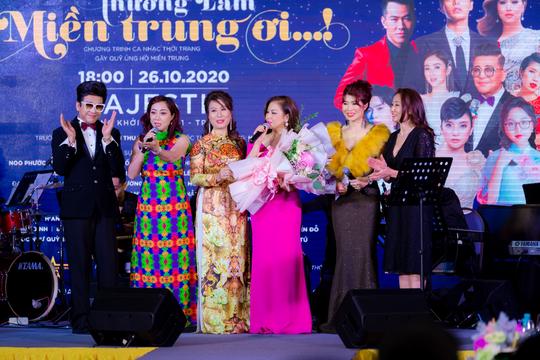 """MC Thanh Bạch và Thi Thảo gây xúc động trong đêm nhạc """"Thương lắm miền Trung ơi"""" - Ảnh 6."""