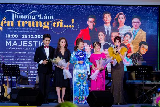 """MC Thanh Bạch và Thi Thảo gây xúc động trong đêm nhạc """"Thương lắm miền Trung ơi"""" - Ảnh 5."""