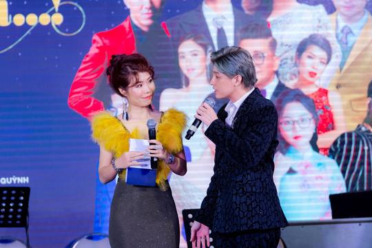 """MC Thanh Bạch và Thi Thảo gây xúc động trong đêm nhạc """"Thương lắm miền Trung ơi"""" - Ảnh 8."""