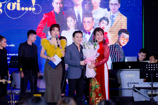 """MC Thanh Bạch và Thi Thảo gây xúc động trong đêm nhạc """"Thương lắm miền Trung ơi"""" - Ảnh 10."""