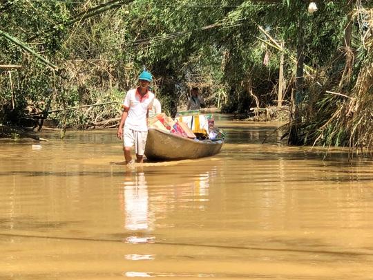 Báo Người Lao Động hỗ trợ khẩn cấp người dân vùng bão lũ Quảng Ngãi - Ảnh 3.