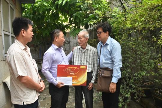 Mai Vàng nhân ái thăm nhạc sĩ Lê Duyên và NSƯT - ca sĩ Hoàng Vĩnh - Ảnh 1.