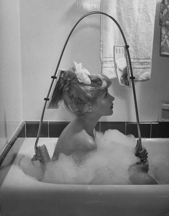 Những cách làm đẹp độc lạ của phụ nữ ở thế kỷ trước - Ảnh 19.