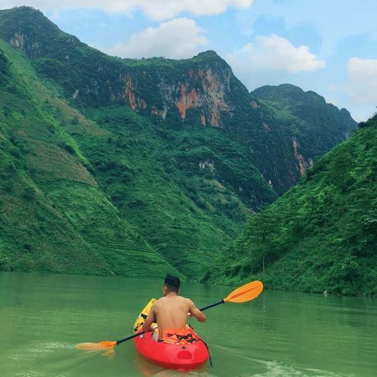 Đến Hà Giang nhất định phải chèo thuyền kayak sông Nho Quế - Ảnh 2.