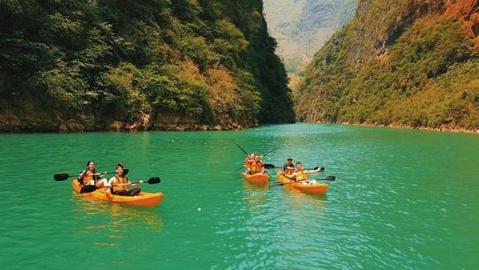 Đến Hà Giang nhất định phải chèo thuyền kayak sông Nho Quế - Ảnh 4.