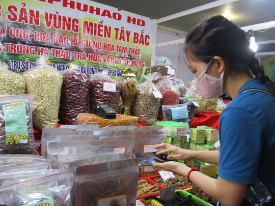 Thịt cá sấu, trái cây Thái Lan... xuất hiện tại hội chợ nông sản TP HCM - Ảnh 2.