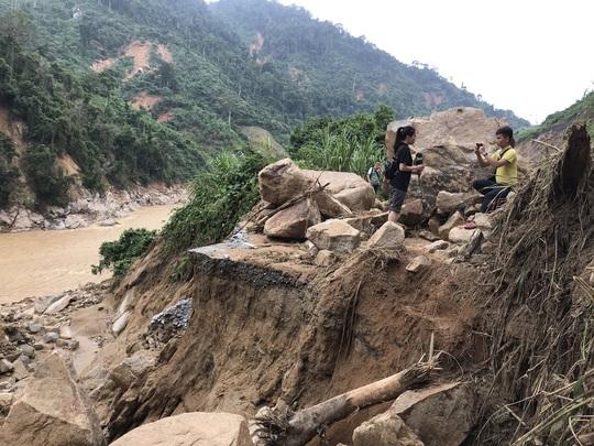 Không thể tìm kiếm những người mất tích tại Phước Sơn bằng thủ công - Ảnh 7.