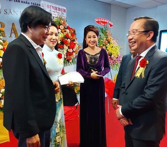 Đông nghệ sĩ ngôi sao chúc mừng diễn viên tranh tài Cuộc thi Trần Hữu Trang - Ảnh 5.