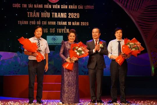 Đông nghệ sĩ ngôi sao chúc mừng diễn viên tranh tài Cuộc thi Trần Hữu Trang - Ảnh 7.