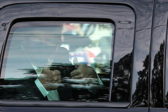 Nhà Trắng thừa nhận giảm nhẹ bệnh tình ông Donald Trump - Ảnh 1.