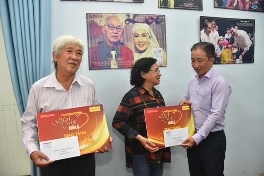 Mai Vàng nhân ái thăm NSƯT Ngọc Khanh và nghệ sĩ Tấn Thi - Ảnh 1.