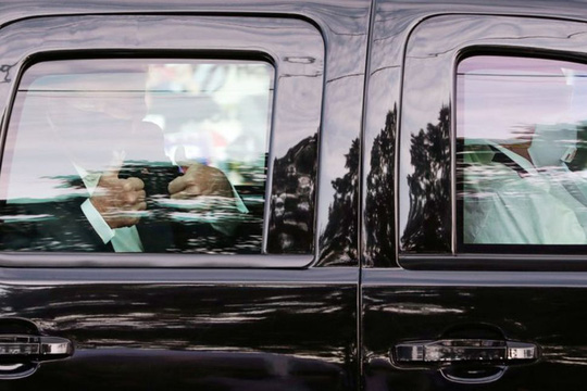 Dịch Covid-19: Nhân viên Sở Mật vụ sợ nhiễm bệnh bất lực vì ông Trump - Ảnh 2.