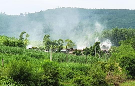 Xưởng đốt than trái phép hành dân suốt 5 năm qua - Ảnh 1.