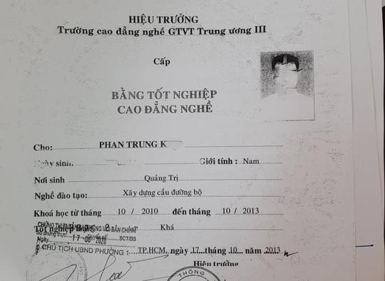Tuýt còi hai giáo viên dạy thực hành lái xe xài bằng giả - Ảnh 2.