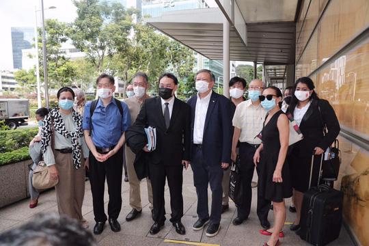 Thủ tướng Singapore đến tòa án kiện blogger chia sẻ thông tin sai sự thật - Ảnh 3.