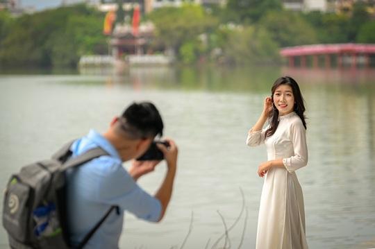 Khoảnh khắc Hà Nội trong mùa đẹp nhất năm - Ảnh 1.