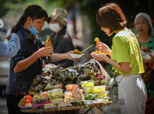 Khoảnh khắc Hà Nội trong mùa đẹp nhất năm - Ảnh 21.