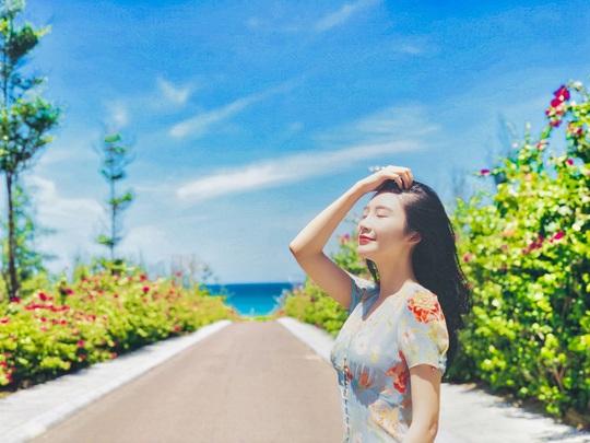 Du hí Quy Nhơn: Nhất định phải check-in con đường hoa ven biển vạn người mê - Ảnh 2.