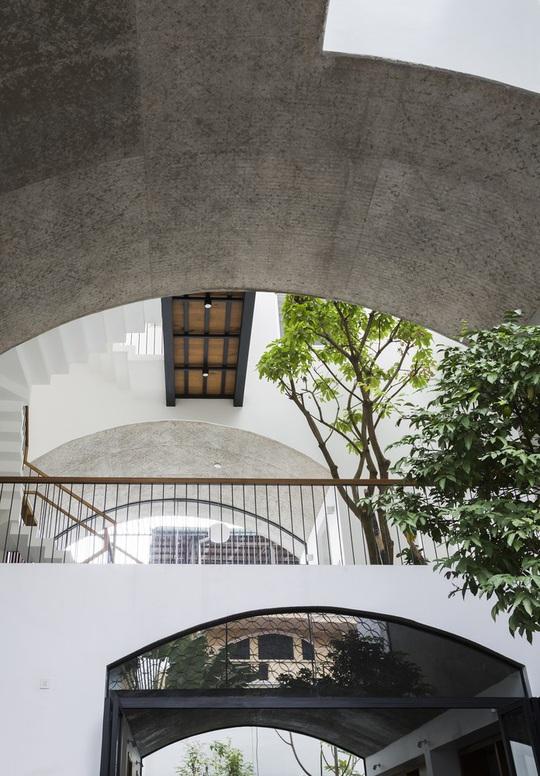 Dành 2 tầng làm không gian chơi, nhà phố TP HCM khiến báo Mỹ kinh ngạc - Ảnh 3.