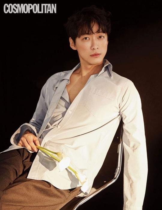 Won Bin và dàn tài tử trẻ lâu của showbiz Hàn - Ảnh 2.