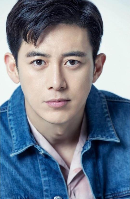 Won Bin và dàn tài tử trẻ lâu của showbiz Hàn - Ảnh 14.