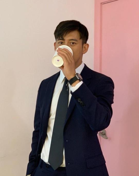 Won Bin và dàn tài tử trẻ lâu của showbiz Hàn - Ảnh 17.