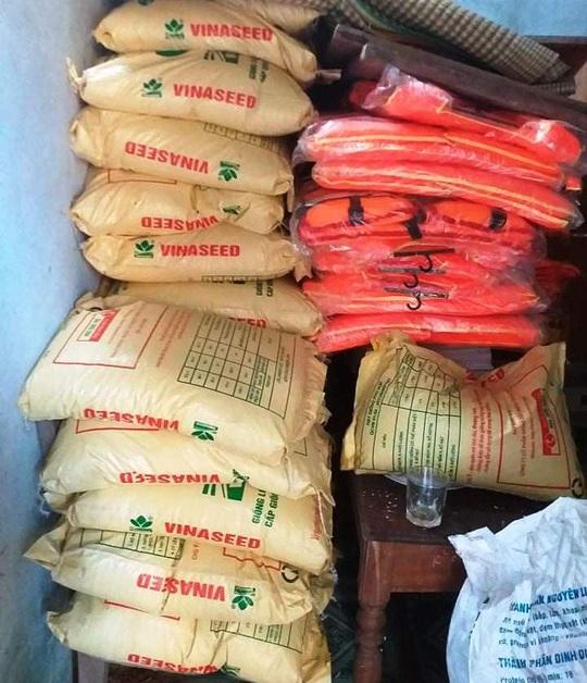 Huyện cấp 8 tạ lúa giống cho dân, xã ngâm kho hết hạn nên đem bán cho vịt ăn - Ảnh 4.