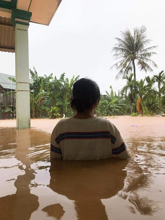 Quảng Trị: Mưa lũ làm 5 người chết và mất tích, di dời khẩn cấp hàng ngàn hộ dân - Ảnh 6.