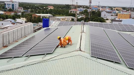 Điện mặt trời mái nhà phát triển mạnh mẽ tại phía Nam - Ảnh 1.
