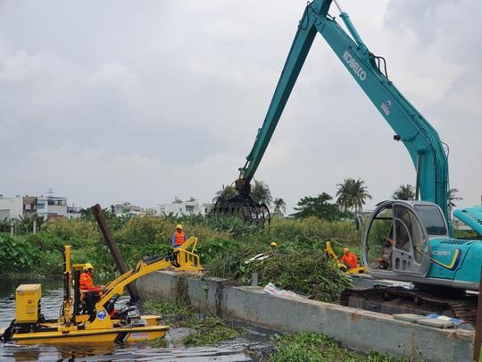 CLIP: TP HCM chạy thử nghiệm máy vớt rác trên sông sử dụng công nghệ mới - Ảnh 3.