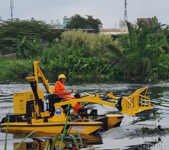 CLIP: TP HCM chạy thử nghiệm máy vớt rác trên sông sử dụng công nghệ mới - Ảnh 2.