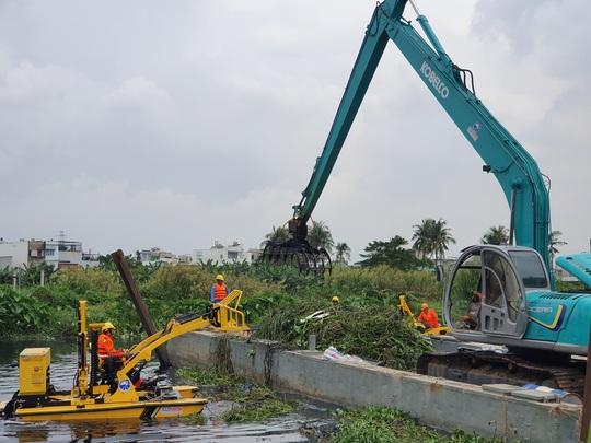 TP HCM thử nghiệm máy vớt rác trên sông - Ảnh 1.