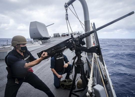 Tàu khu trục Mỹ đến gần quần đảo Hoàng Sa - Ảnh 1.