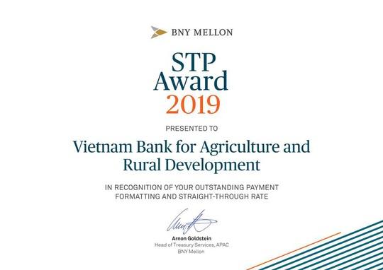 Agribank nhận giải thưởng Tỷ lệ điện thanh toán chuẩn xuất sắc năm 2019 - Ảnh 1.