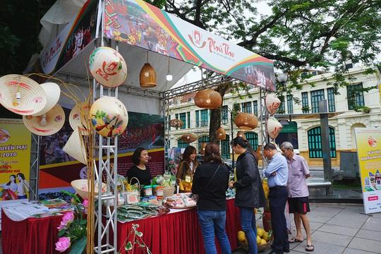 Giảm giá tour, vé máy bay đến 50% trong ngày hội Khuyến mại du lịch Hà Nội - Ảnh 2.