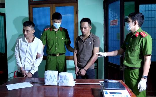 Bắt nhóm người đi taxi vận chuyển 2kg ma túy đá từ Nghệ An vào Đà Nẵng - Ảnh 1.