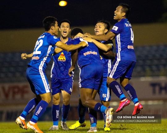 Vừa rớt hạng, CLB Quảng Nam phải chia tay tuyển thủ Huy Hùng - Ảnh 2.