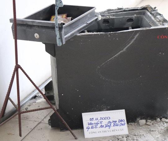 Bình Dương: Bắt đối tượng người Trung Quốc trộm tiền của công ty - Ảnh 2.