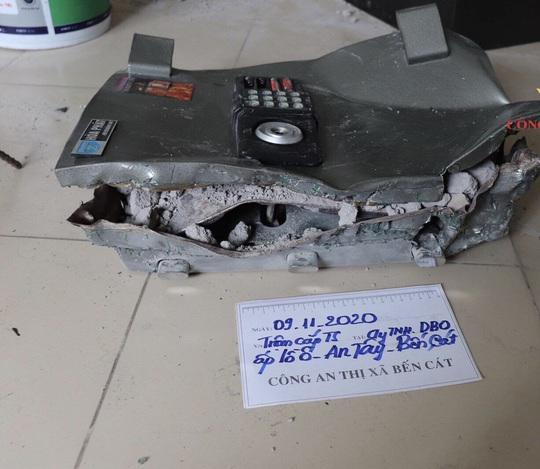 Bình Dương: Bắt đối tượng người Trung Quốc trộm tiền của công ty - Ảnh 1.