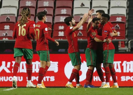 Cữ tập kinh hoàng, Bồ Đào Nha trút mưa bàn thắng trước Andorra - Ảnh 3.