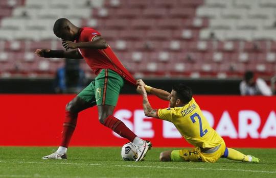 Cữ tập kinh hoàng, Bồ Đào Nha trút mưa bàn thắng trước Andorra - Ảnh 1.