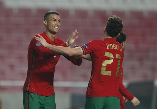 Cữ tập kinh hoàng, Bồ Đào Nha trút mưa bàn thắng trước Andorra - Ảnh 5.