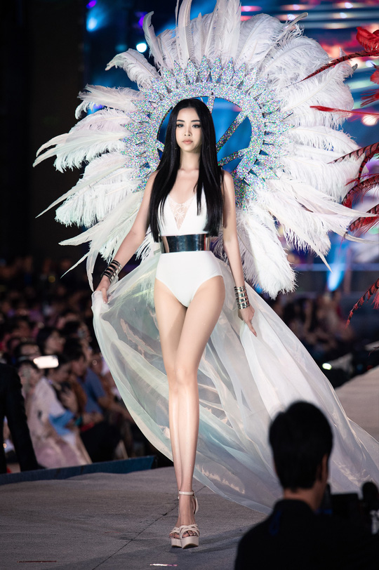Thí sinh Hoa hậu Việt Nam 2020 hóa thiên thần nội y Victoria's Secret - Ảnh 5.