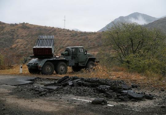 Quân Nga đến Nagorno - Karabakh, chứng kiến cảnh tượng kinh hoàng - Ảnh 2.