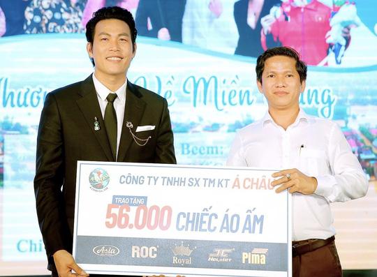 Công ty mũ bảo hiểm Á Châu cùng dàn sao Việt hướng về miền Trung - Ảnh 4.