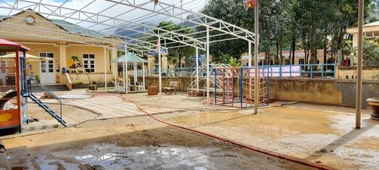 Cảm động nghe tiếng ê a đọc bài trong ngôi trường bị lũ bùn vùi lấp ở Quảng Trị - Ảnh 5.